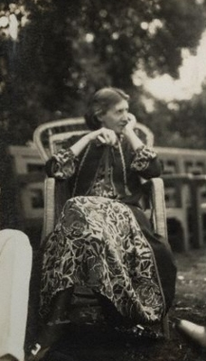 virginia woolf collected essays Virginia woolf was one of the finest essayists of the twentieth century and here are collected some of her greatest works turning her witty and perceptive mind onto.